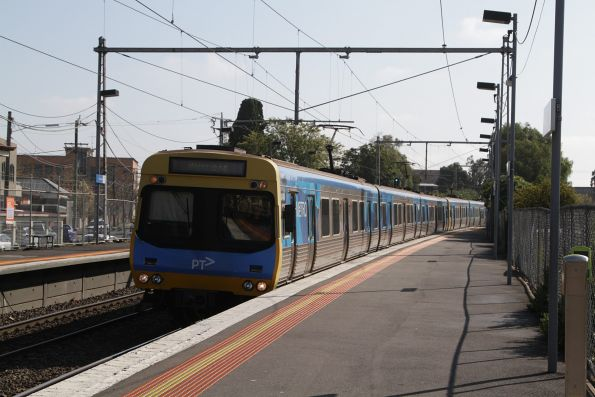 EDI Comeng 304M arrives into Yarraville on a down Werribee service