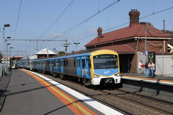 Siemens 783M arrives into Yarraville on an up Werribee service