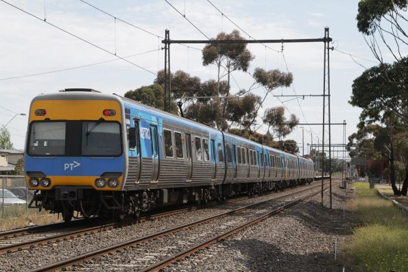 Alstom Comeng 604M trails a down Sunbury service into Ginifer