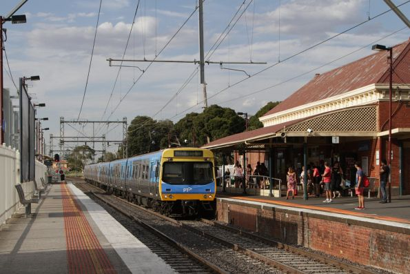 EDI Comeng arrives into Coburg with an up service