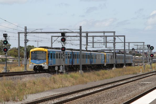 Siemens train on a down Watergardens service arrives into Sunshine