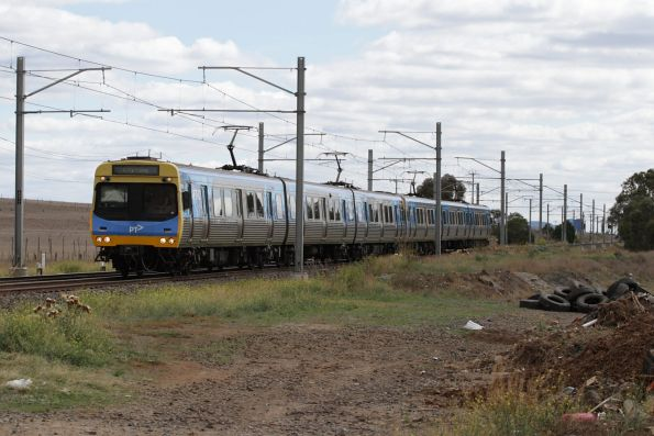 EDI Comeng on an up Sunbury service at Holden Road, Calder Park