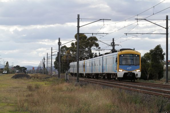 Siemens train on an up Sunbury service departs Watergardens