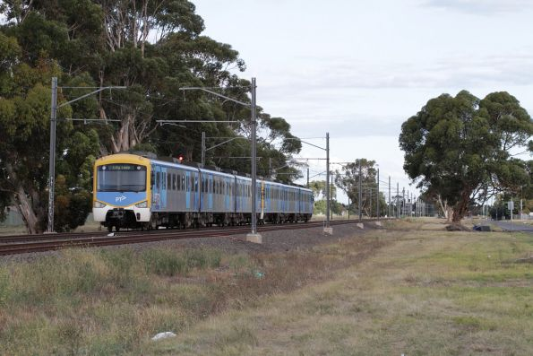 Siemens train on an up Sunbury service heads towards Keilor Plains