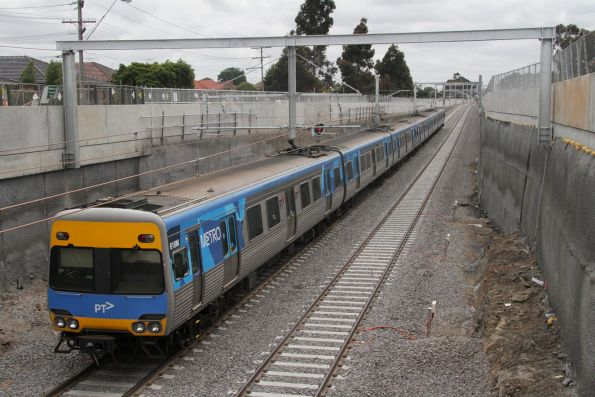 Down Watergardens service climbs out of the new low level Ginifer station
