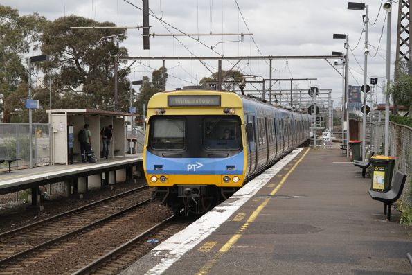 EDI Comeng arrives into South Kensington with a down Williamstown service