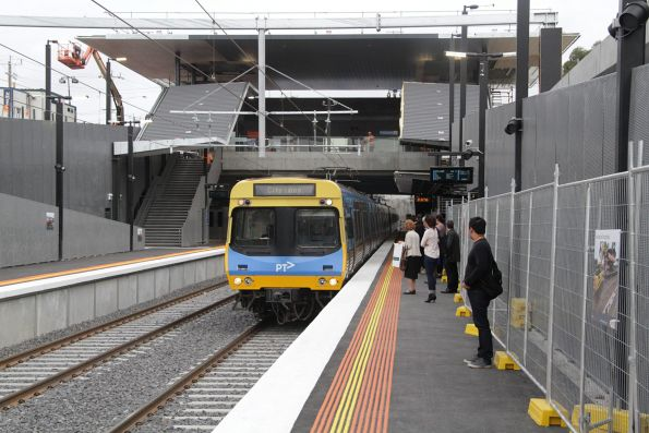 Citybound Comeng train arrives into St Albans