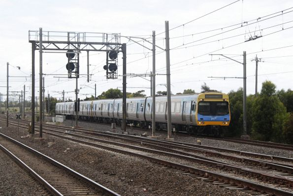 EDI Comeng arrives into Laverton with a down Altona loop shuttle