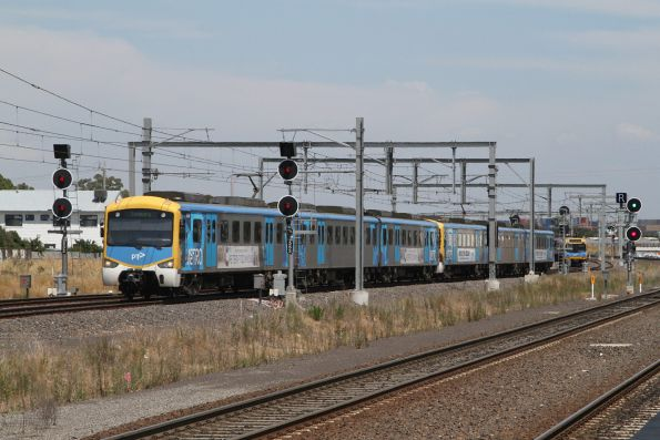 Siemens train arrives into Sunshine on the down