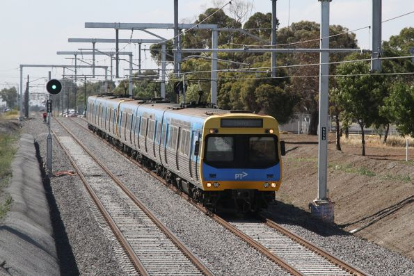 EDI Comeng departs Keilor Plains on up, entering the new cutting towards St Albans