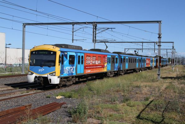 Siemens 713M leads a down Sunbury service towards Albion