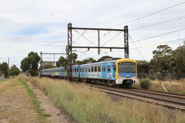 Siemens 750M leads a down Sunbury service out of Albion