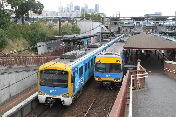 Up and down trains cross at North Melbourne station