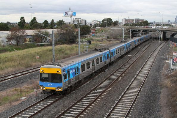 Comeng 645M arrives into West Footscray on the down