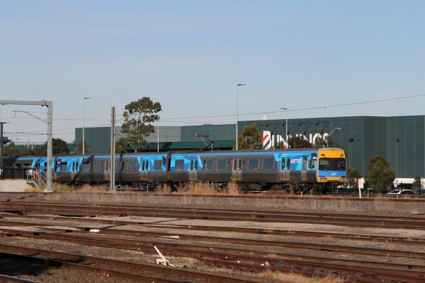 Comeng 468M departs West Footscray with a down Sunbury service