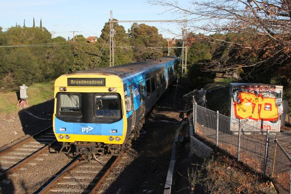 Comeng 345M approaches Moonee Ponds with a down Broadmeadows service
