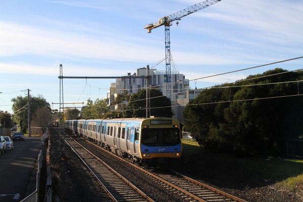Comeng train departs Moonee Ponds with an up Craigieburn service