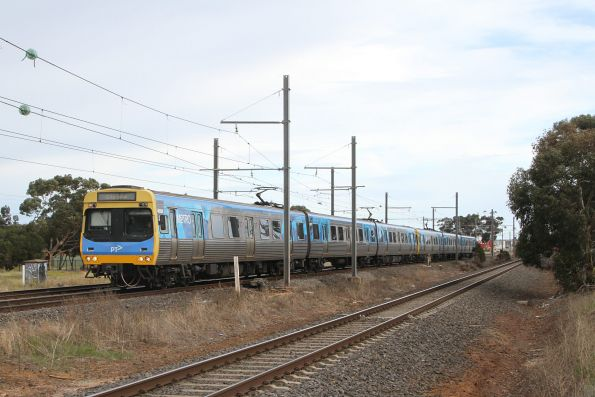Comeng 465M leads an up Werribee service into Laverton