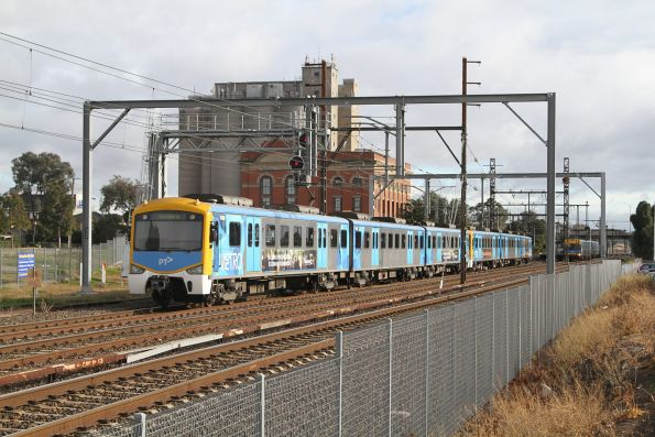 Siemens 752M approaches Albion on a down Sunbury service