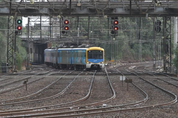 Citybound Siemens train traverses the crossover between the Through and Main Suburban Lines at North Melbourne Junction