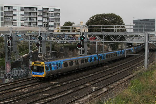 Comeng 301M leads an up Werribee service out of Footscray