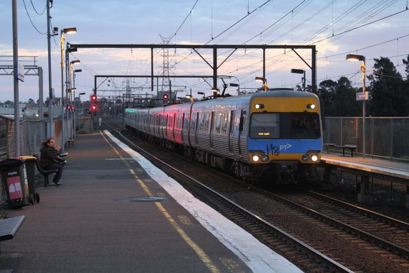 Alstom Comeng on an up Werribee service at South Kensington