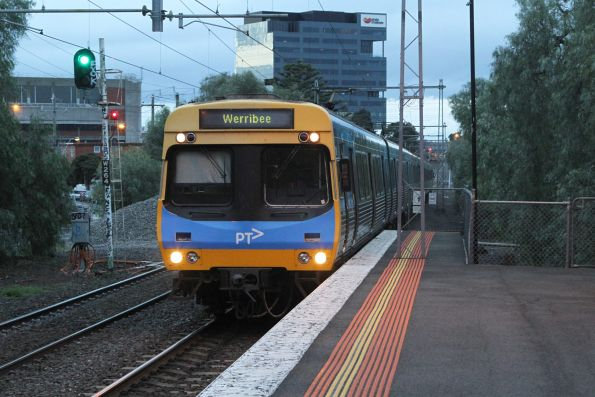 EDI Comeng arrives into Seddon on the down