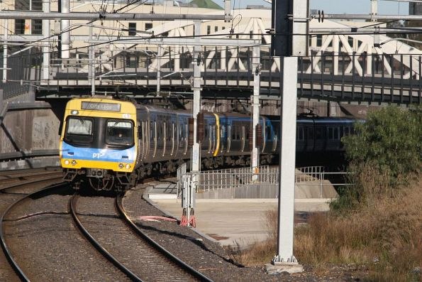 EDI Comeng arrives into Footscray on the up