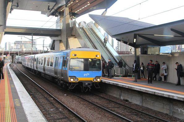 Comeng train arrives into North Melbourne platform 6 on a down Craigieburn service