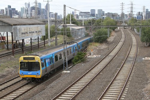 EDI Comeng 412M on a down Craigieburn service at Kensington