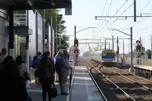 EDI Comeng train arrives at Watergardens platform 2 with a terminating train