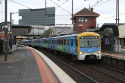 Siemens 840M arrives into Footscray station on the up