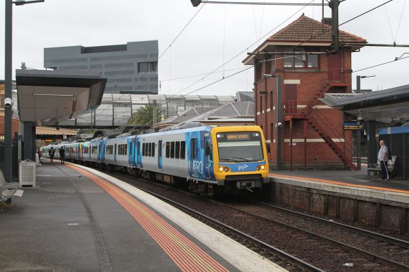 X'Trapolis 960M arrives into Footscray station on the up