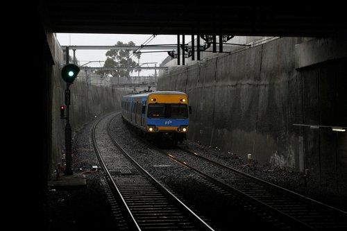 Alstom Comeng arrives into St Albans station on the up
