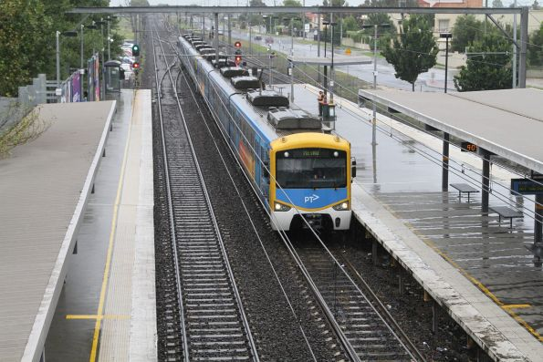 Siemens train arrives into Watergardens platform 2 with a terminating service