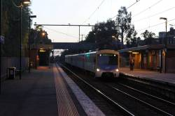 Siemens train arrives into Seddon on the up