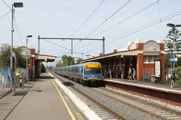 Alstom Comeng arrives into Spotswood on the up