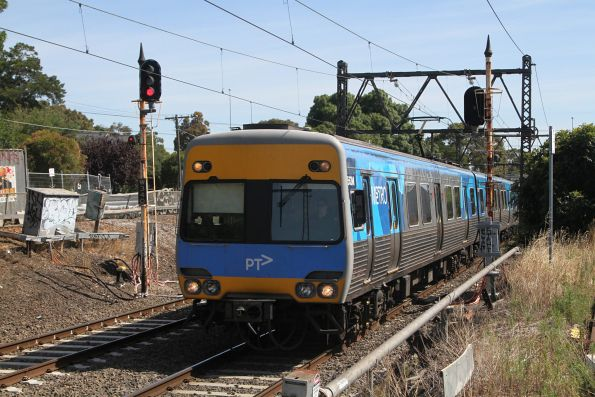 Alstom Comeng 563M approaches Spotswood on the down