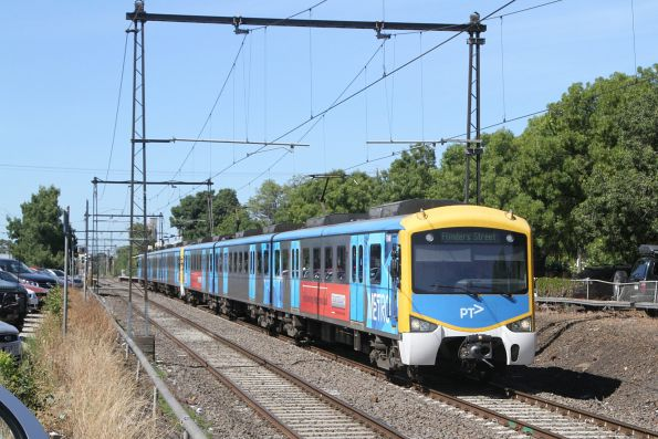 Siemens 754M departs Spotswood on the up