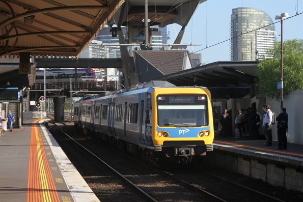 X'Trapolis 865M arrives into North Melbourne with a down Laverton service