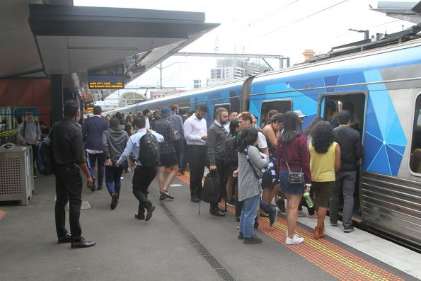 Crowd of passengers bound for the City Loop at Footscray platform 1