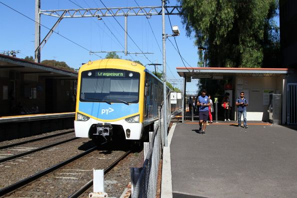 Siemens train departs Pascoe Vale station on the down