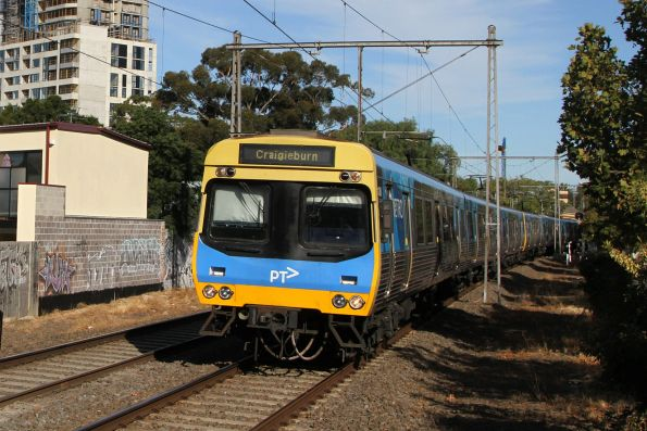 Comeng train departs Moonee Ponds on the down