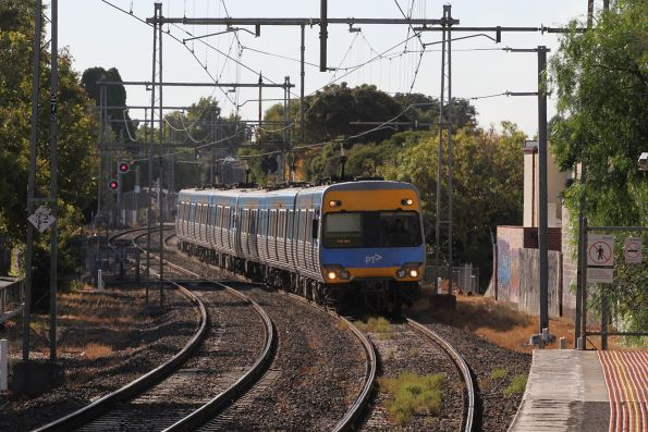 Comeng train approaches Moonee Ponds on the up
