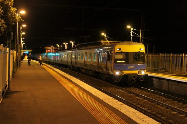 Alstom Comeng train arrives into Yarraville station on an up service