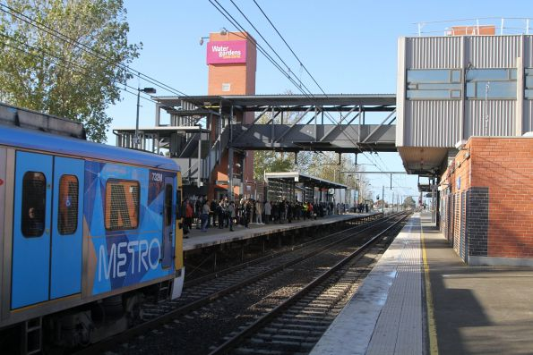 Siemens 732M arrives into Watergardens station on the up