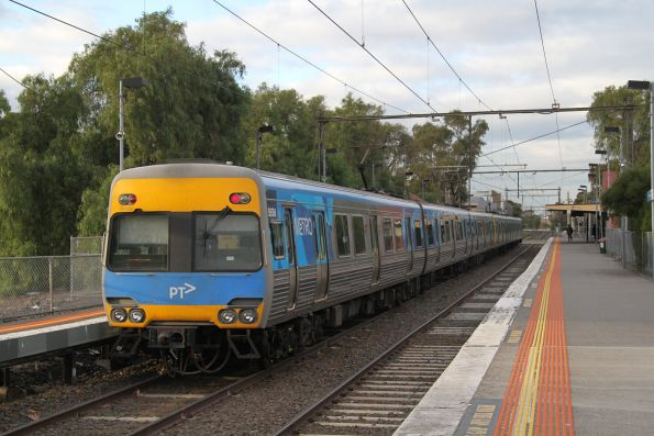 Alstom Comeng 585M trailing a down Williamstown service into North Williamstown