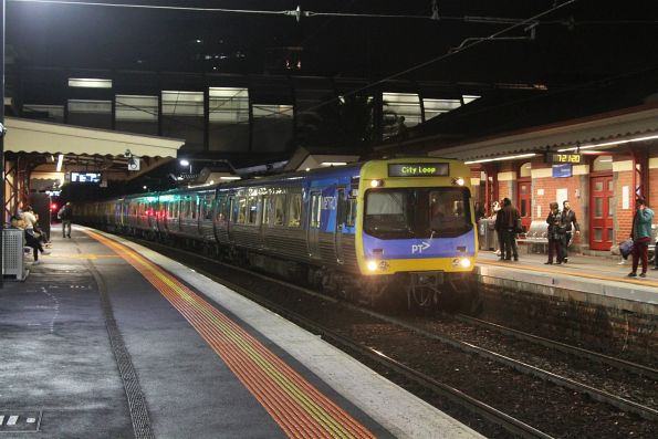 EDI Comeng 550M arrives into Footscray on an up Werribee service