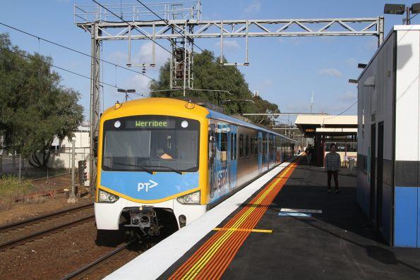 Siemens train awaiting departure time from Werribee platform 2