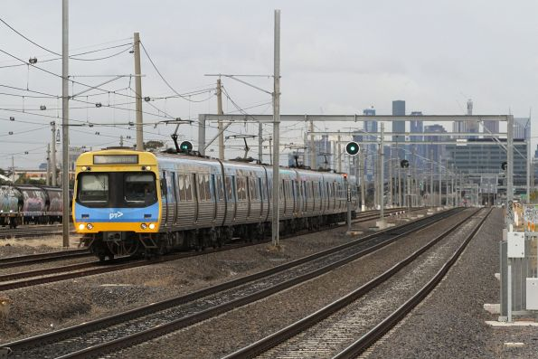 EDI Comeng departs West Footscray on a down Watergardens service